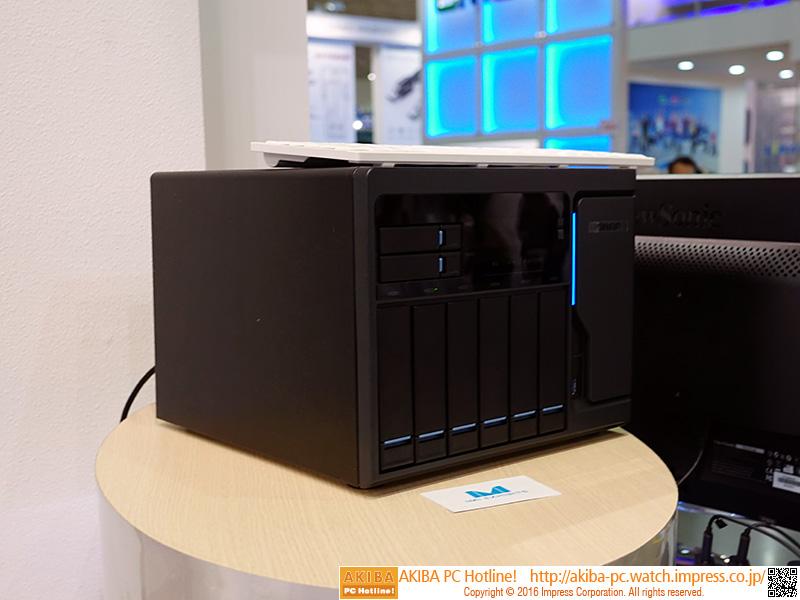 VRデモはプロセッサにCore i5-6500を搭載する「TVS-882T」で実施していた。