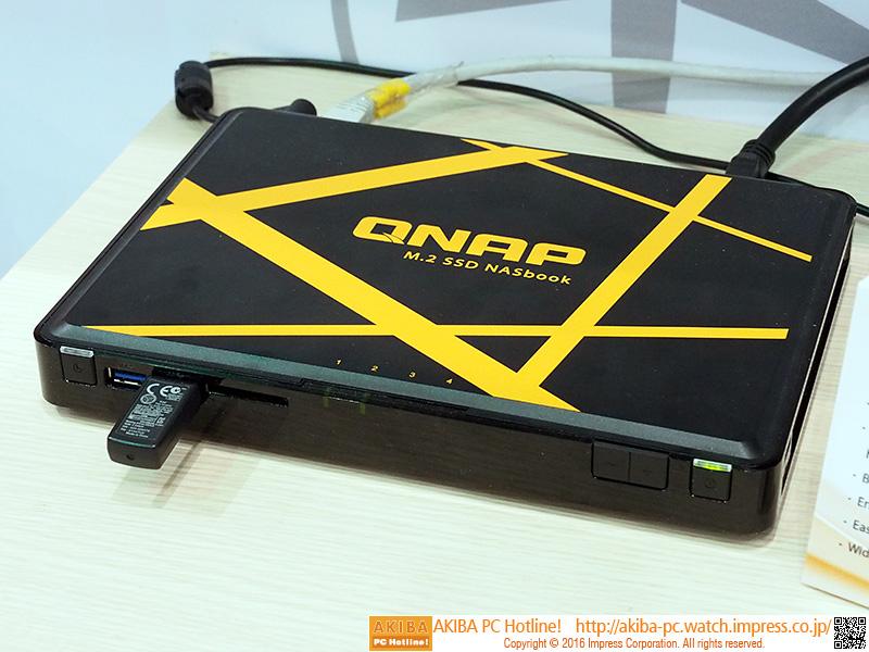 M.2 SSDをストレージとして採用する「TBSー452A」。同社製の製品では最小サイズのNASだ。