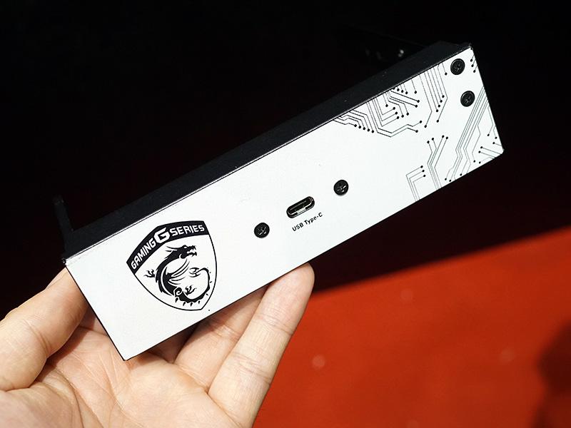 ケースに収めた際に内部USB Type-Cコネクタを活用するためのオプション。