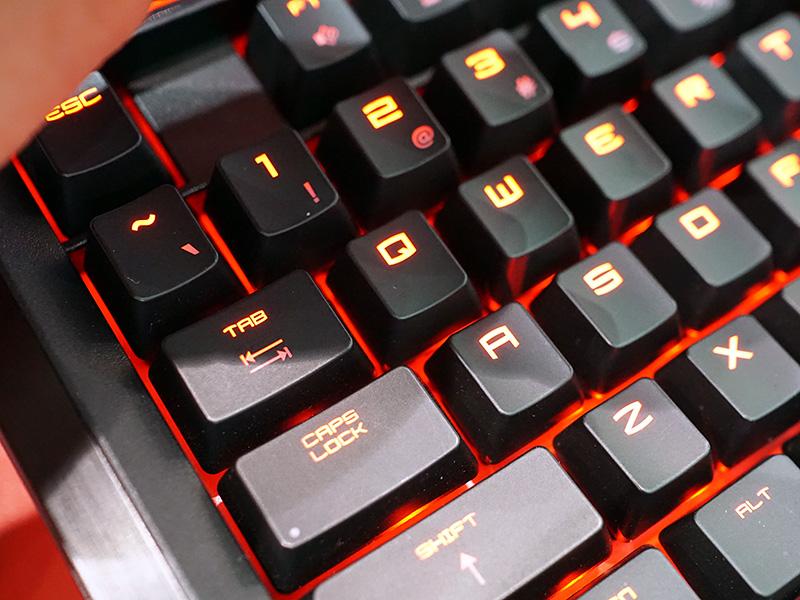 CHERRY MXキースイッチ採用のキーボードを搭載