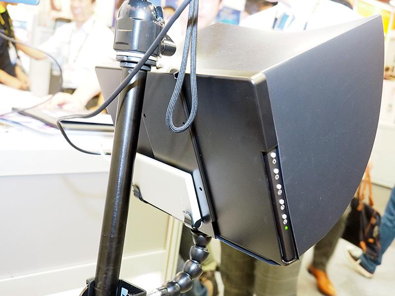 屋外での使用を想定してデモはモバイルバッテリーで動作させて行われていた。