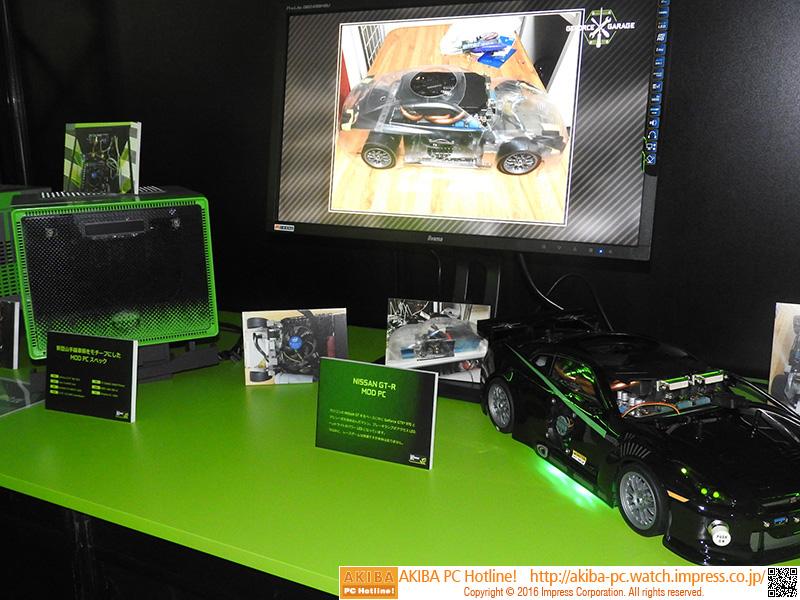 左が新型山手線車両をモチーフにしたMOD PC、右がNISSAN GT-RをベースにしたMOD PC