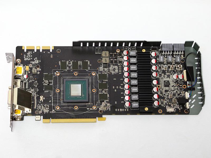 8+2フェーズの電源回路を備えたZOTACオリジナル仕様の基板。