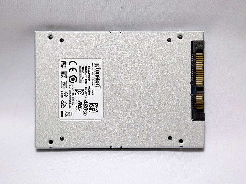 SSD本体裏面。筐体は7mm厚2.5インチ。