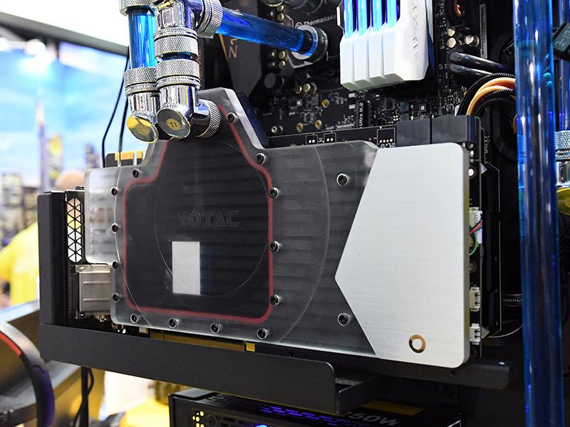COMPUTEX TAIPEIで展示されていたGeForce GTX 1080 ArcticStormの試作品。製品版のGPUクロックはベース1,632MHz/ブースト時1,771MHz。