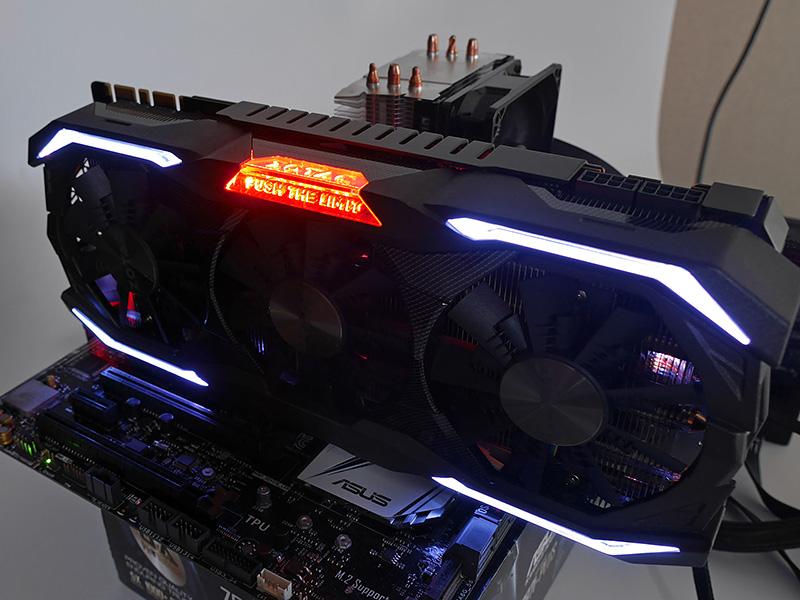 GeForce GTX 1080 AMP Extremeでは、ロゴとアーマー部分のカラーを個別に選択できる。