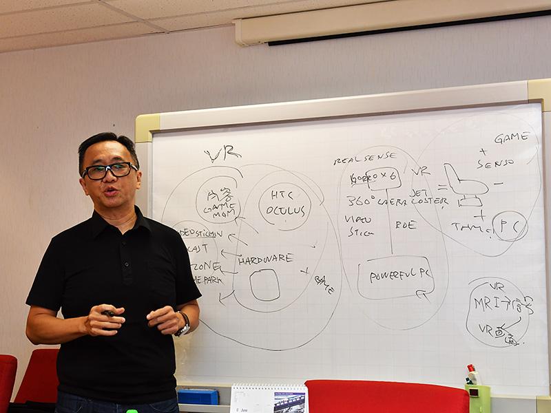 VRの可能性、そしてVRエコシステムにおけるZOTACの強みを熱弁するHuang氏。