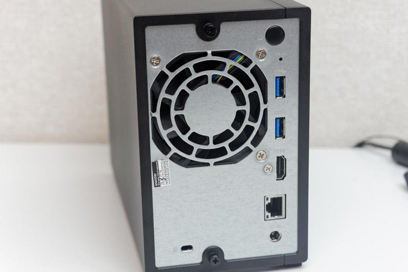 HDMI出力が用意され、直接大画面テレビなどにつなぐことができる
