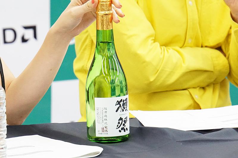大河原あゆみさんからのプレゼントは非常に人気の高い日本酒「獺祭」