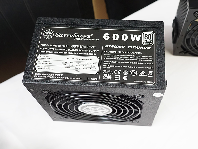 600Wの80 PLUS TITANIUM電源「SST-ST60F-TI」