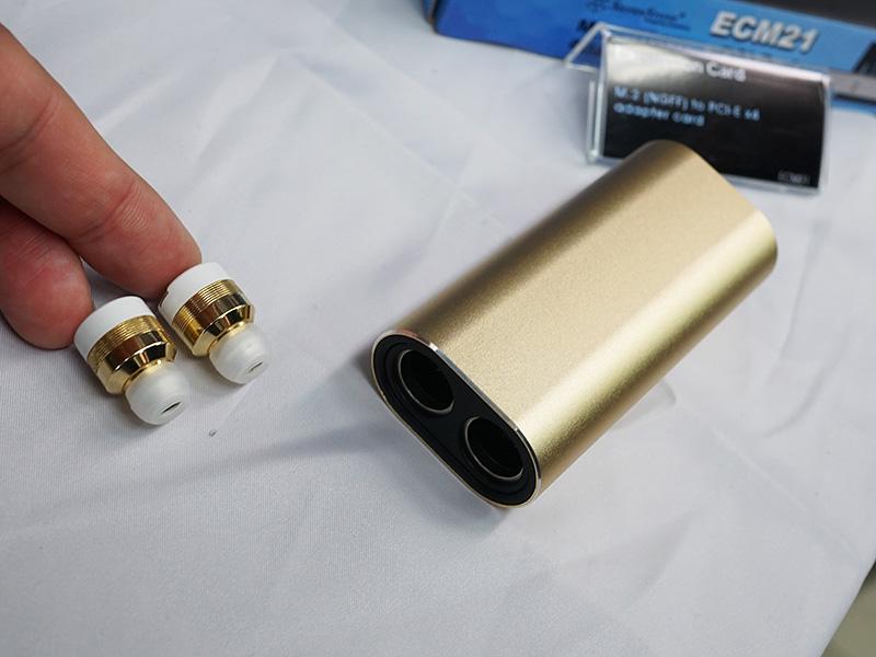 モバイルバッテリーとしても使用できる充電器が付属したBluetoothイヤホン