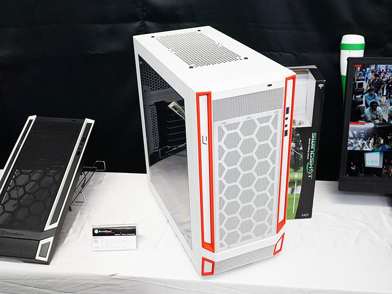 USB Type-Cコネクタ搭載ケース「RL05」のホワイトモデル