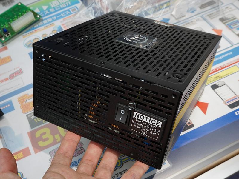 写真は750Wモデル(PS-TPG-0750DPCGJP-R)