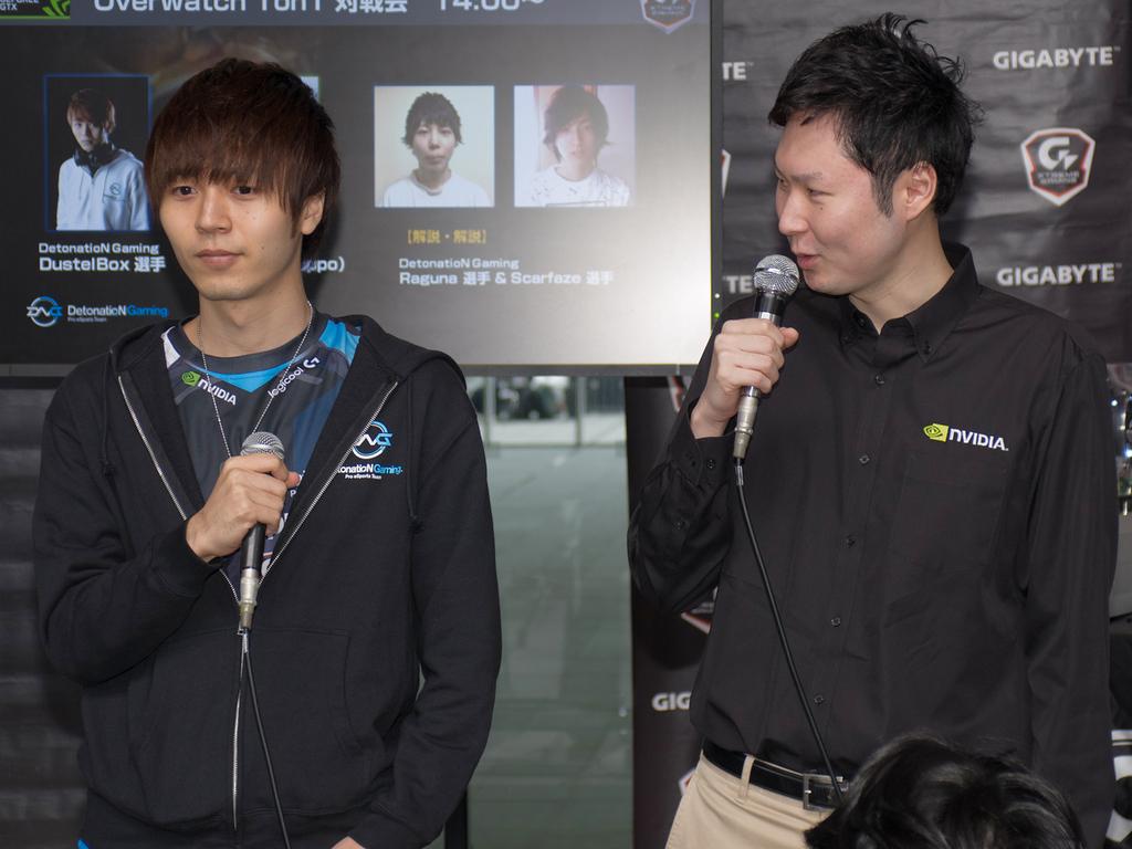 DustelBox選手(左)とnoppo氏(右)