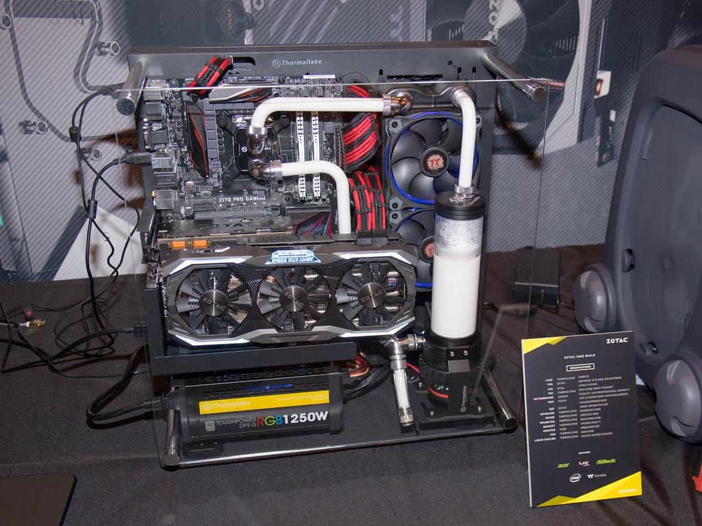 「GeForce 1080 AMP EXTREME」を組み込んだPCの作例