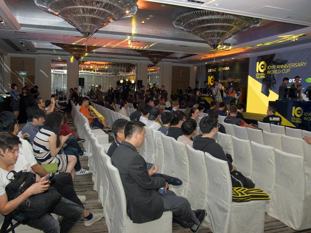 大会には地元香港のチームも出場していることもあり、一般の選手も応援に駆けつけた