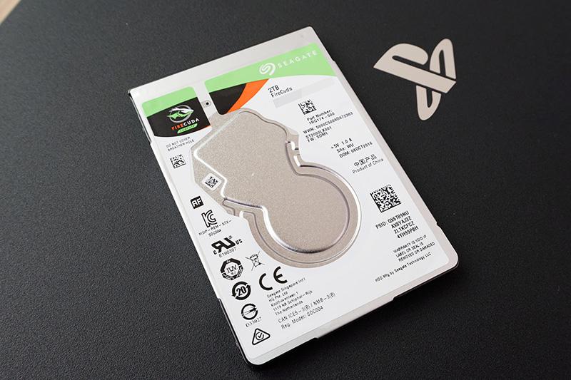 今回、PS4 ProのHDDを2TBのSSHD「Seagate FireCuda」に換装する!