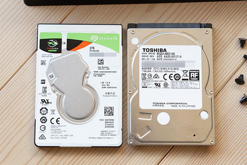左がFireCuda、右が標準搭載されていたSATA2対応HDD。標準状態では実力を発揮しきっているとは言えない。