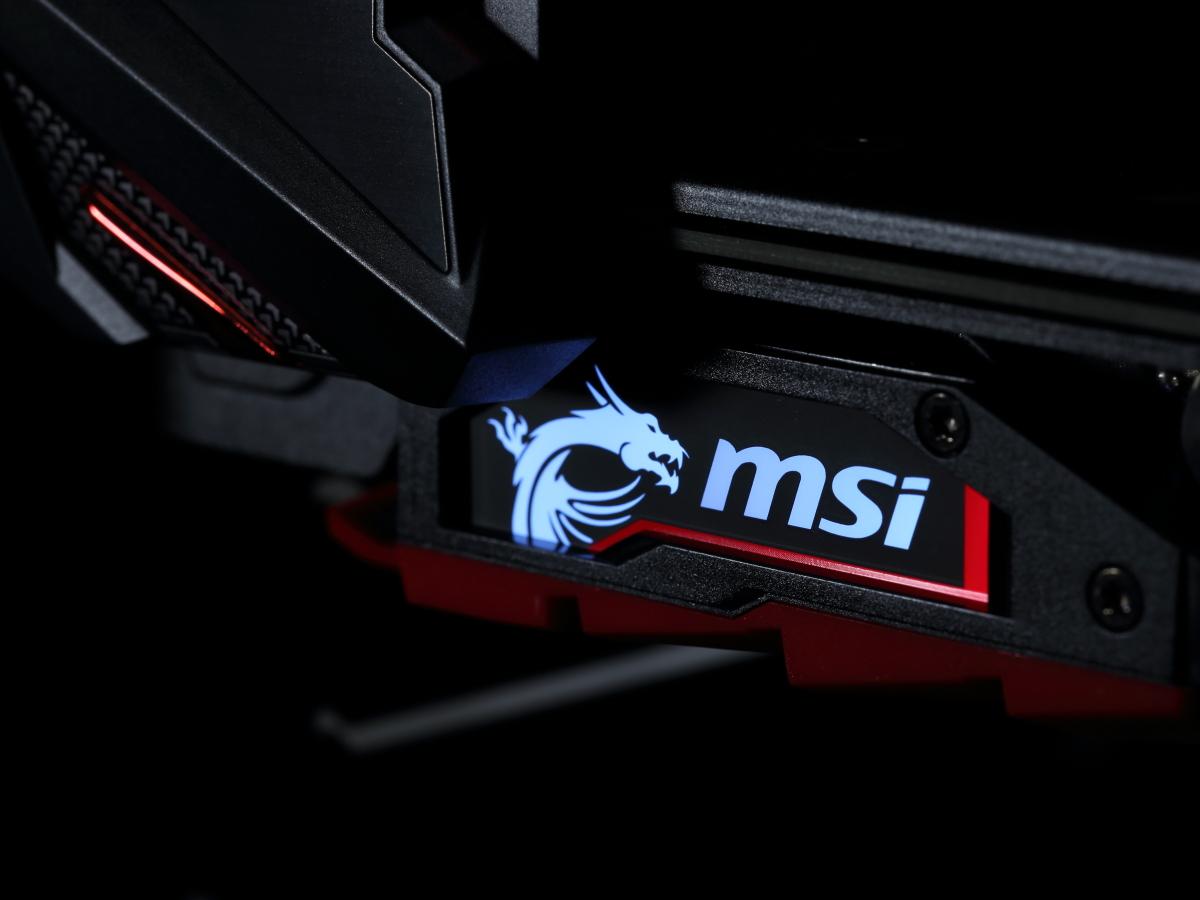 カード上に備えられたMSIロゴ部分は発光機能付き。