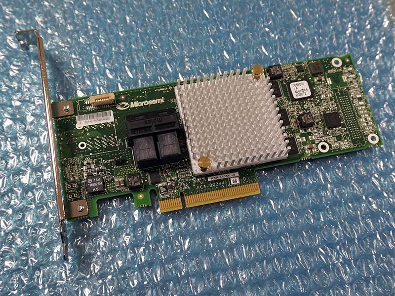 写真はAdaptec ASR-8805E V2