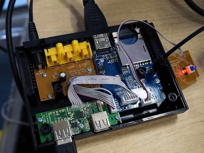 試しにPCとMicro USBで繋いでみた様子。