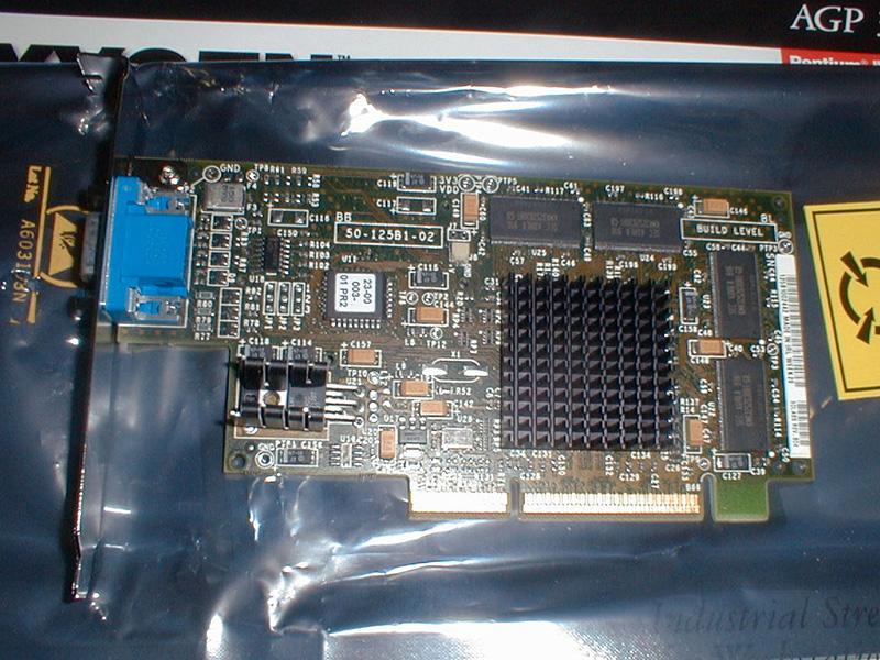 PERMEDIA3と同系統のチップ「GLINT R3」を搭載したOXYGEN VX1。こちらはマルチスレッド対応をうたったより業務向けの製品です。