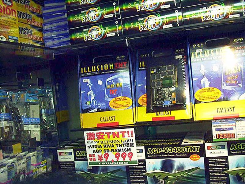 Voodoo Bansheeと並び、3Dゲーム向けとして人気のあったRIVA TNT。1999年頃には1万円台にまで値下がりました。