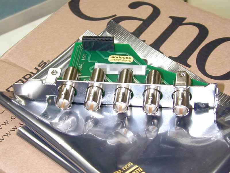 当時人気だったカノープスのTNT2 Ultra搭載カード「SPECTRA 5400 PE」。基板の一部を交換することでD-sub 15pinをBNCに変更できるオプションが用意されていました。
