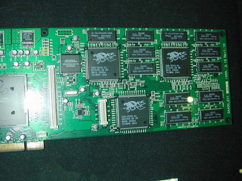 株式会社リアルビジョンが展示していたジオメトリエンジン搭載のVoodoo2カード。業務用のVR開発向け製品です。