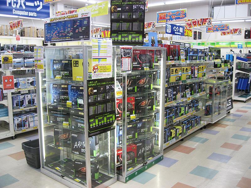 SSDのほか、GeForce GTX 1050 TiやGeForce GTX 1060搭載カード、ゲーミングデバイスなどがよく売れているとのこと。