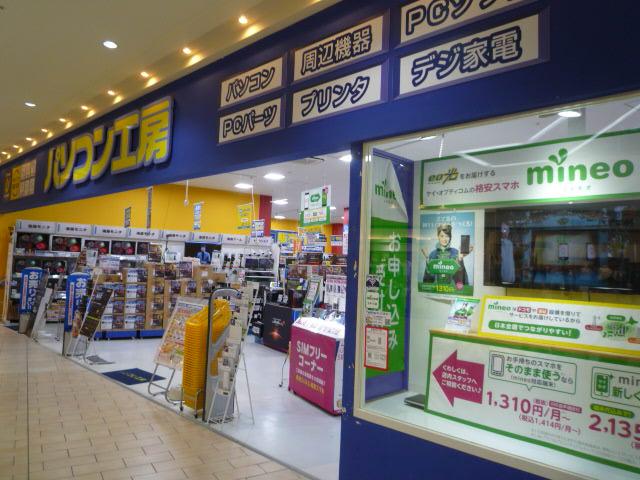 パソコン工房 大津店。ショッピングモール内にあり、オリジナルPCやPCパーツを取り扱うほか、中古品の販売・買い取りも行っている。