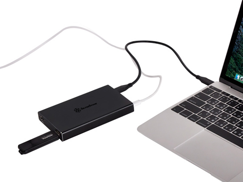 ノートPCを充電しながら使う例