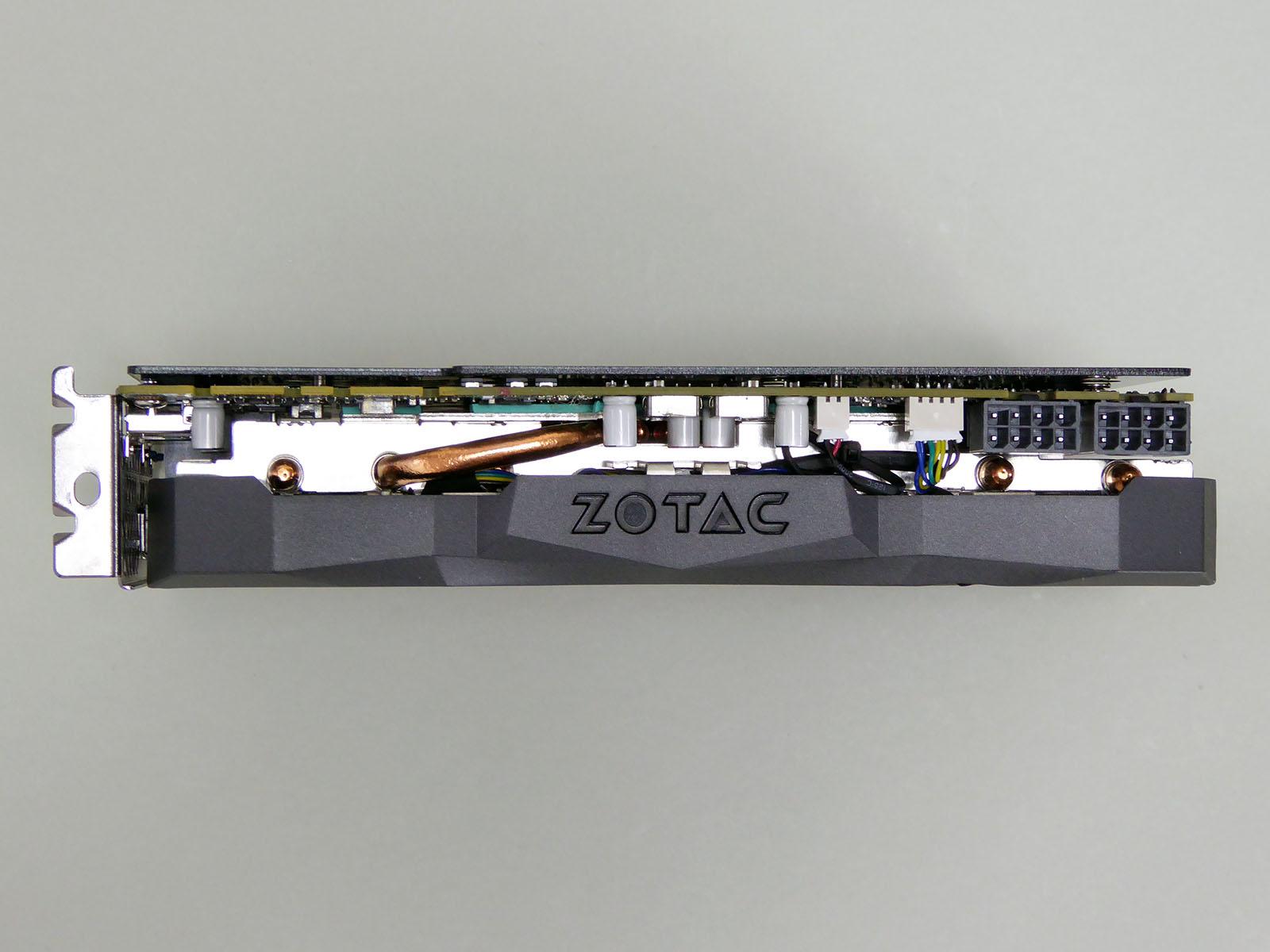 ZOTACロゴ部分にはLEDを搭載。補助電源コネクタは8ピン×2基に強化