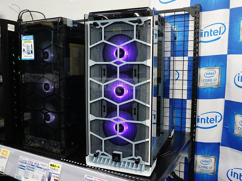 両モデルともフロントにはRGB LEDファンを3基搭載