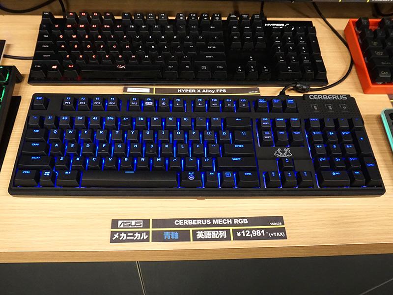 テンキー付きのフルキーボード(写真は青軸モデル)