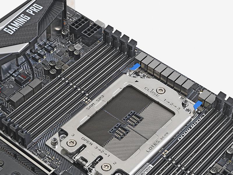 X399 GAMING PRO CARBON ACの電源回路はソケット脇に10フェーズ、メモリスロット脇にさらに3フェーズ、都合13フェーズの超重厚な設計だ