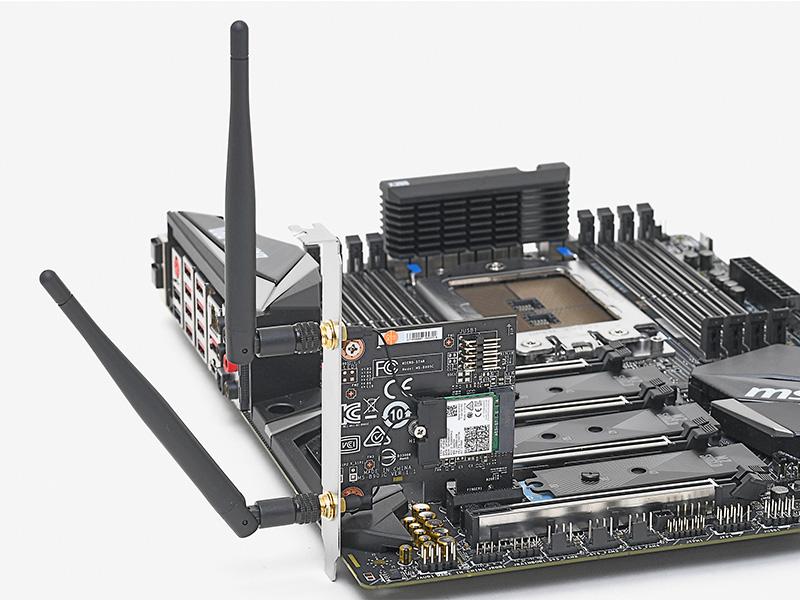 同梱の無線LANカードとアンテナはPCI Express x1スロットに装着する。無線モジュールはおなじみのIntel製「Dual Band Wireless-AC 8265」だ