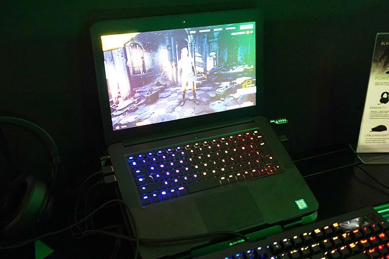 14インチのゲーミングPC「Razer BLADE」
