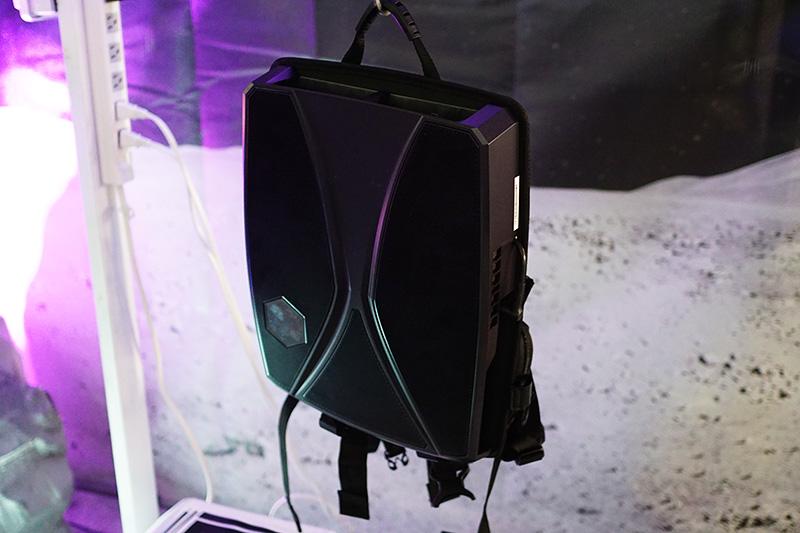 月面ミッションなどがVR体験できる博物館向けソリューション「ALICE SPACE」に使われていた背負えるPC