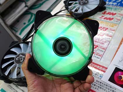 PWM対応の安価なLEDファン「彩風」が来週発売、予価は980円 緑(AYA-KAZE12-GR)