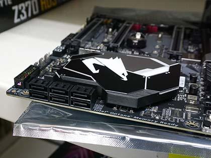 ギラギラ光るゲーム向けやMini-ITXなど、GIGABYTEのZ370マザーは計5モデル SATAポート