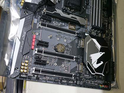 ギラギラ光るゲーム向けやMini-ITXなど、GIGABYTEのZ370マザーは計5モデル PCIe周辺