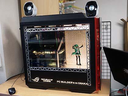 初音ミクがPCケース内でダンス!! 透過液晶を搭載したMOD PCの新作が店頭展示中