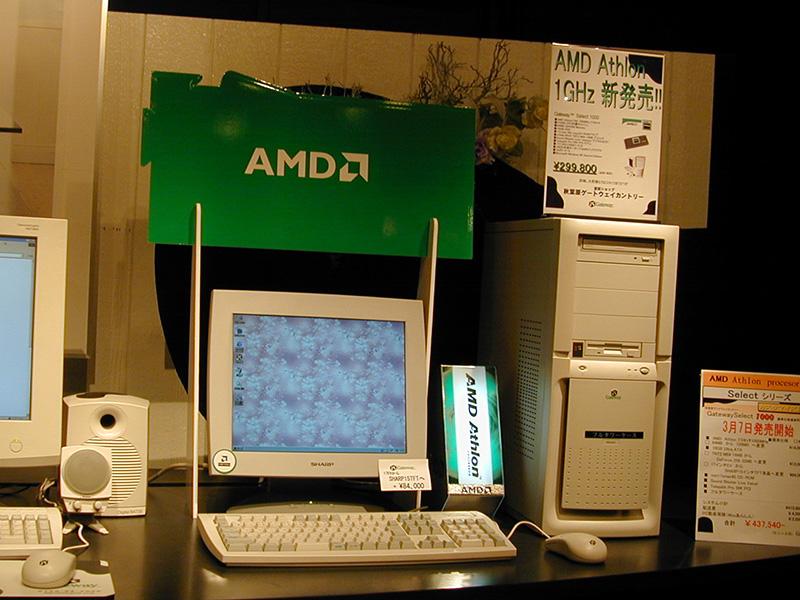 Gateway直営ショップでAthlon 1GHz搭載PCのデモが開始(撮影:秋葉原ゲートウェイカントリー)