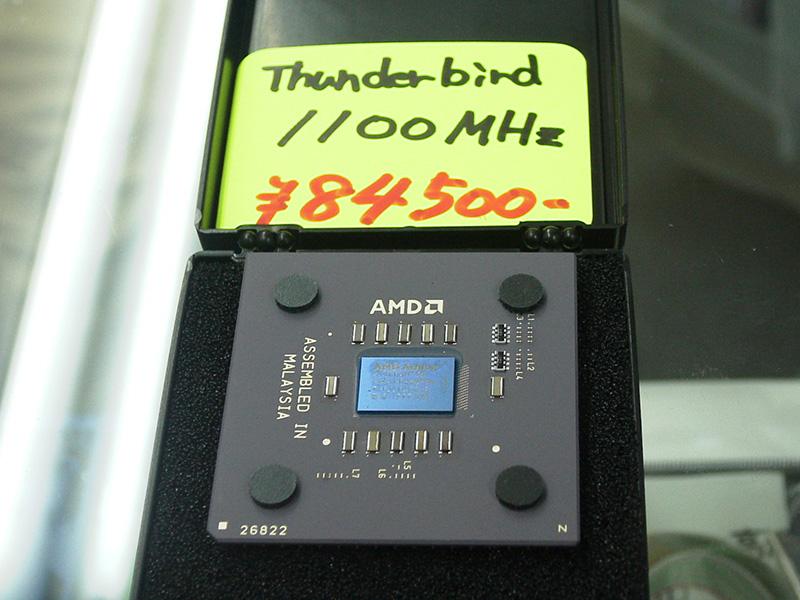 x86 CPU最速を更新するAthlon 1.1GHzの登場ととも価格改定が行われ、Athlon 1GHzは5万円台へと大幅値下げ。ギガヘルツCPUがより購入しやすくなりました(撮影:高速電脳、テクノハウス東映)