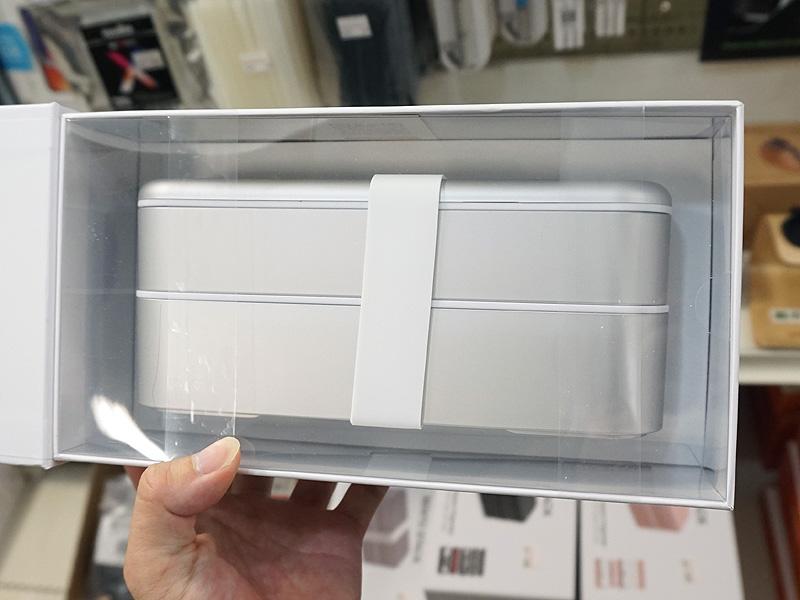 2段式の弁当箱のような見た目をしている