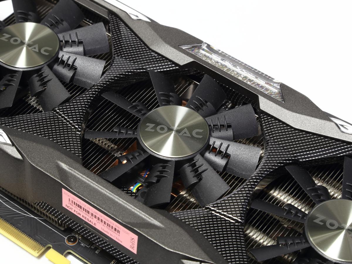 独自形状のブレードを採用し、ファン中心部へも送風できるEKOファンを3基搭載