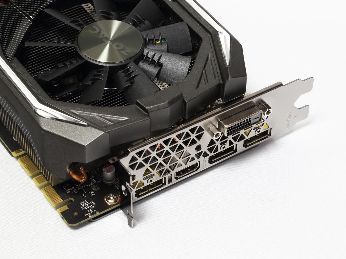 ディスプレイ出力端子はDVI-D、HDMI、DisplayPort×3。様々なディスプレイとの接続が可能