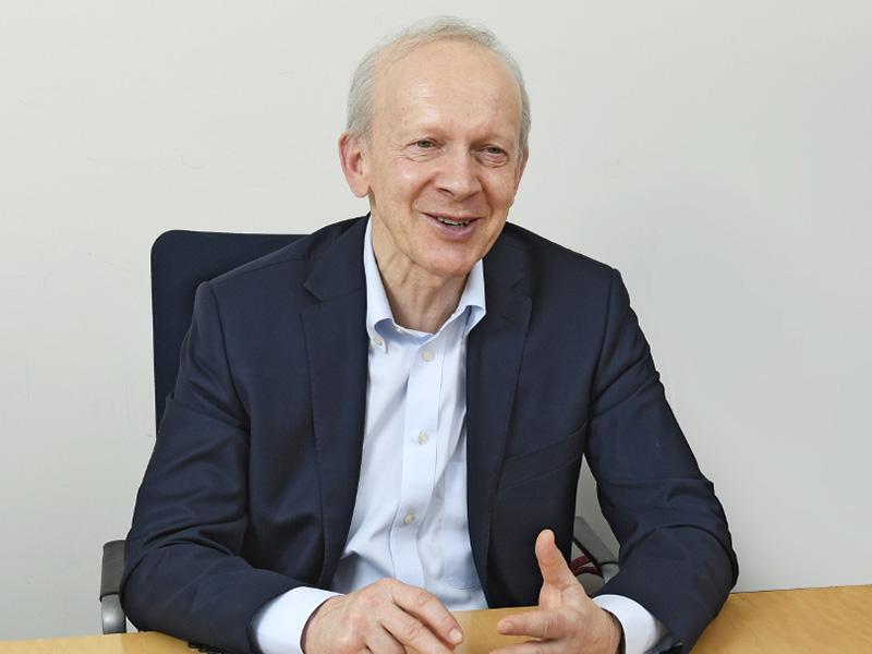 <b>Wilk Elektronik CEO<br>Wieslaw Wilk氏</b><br>同社創業者であり、CEO。メモリ事業に大きな可能性を見いだし、大学を卒業後すぐに起業。ドイツ語、ロシア語、英語に堪能でドイツのInfineon(その後Qimonda)のメモリをベースに事業展開し欧州、ロシア圏で実績を挙げる。プライベートも含めて日本を何度も訪れており、「日本が大好き」という親日家でもある