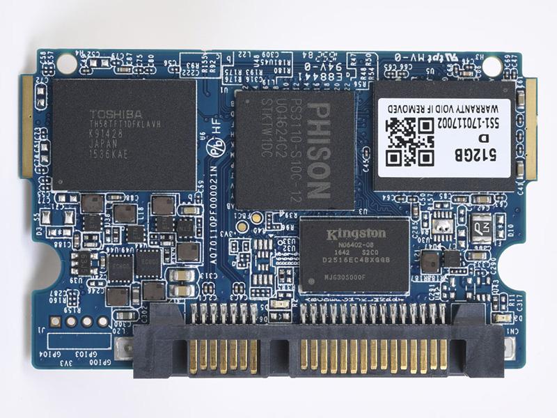 IRDM PROの基板。コントローラはPhison S3110-10、NANDは東芝製の19nm MLCチップを採用。スペックシートによると、960GBモデルの場合は1GBのキャッシュ(DDR3L SDRAM)を搭載している